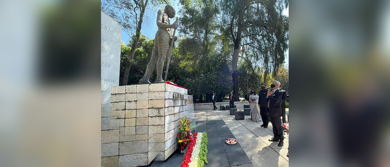 EAM Dr.S.Jaishankar paid homage to Mahatma Gandhi  in Mexico City